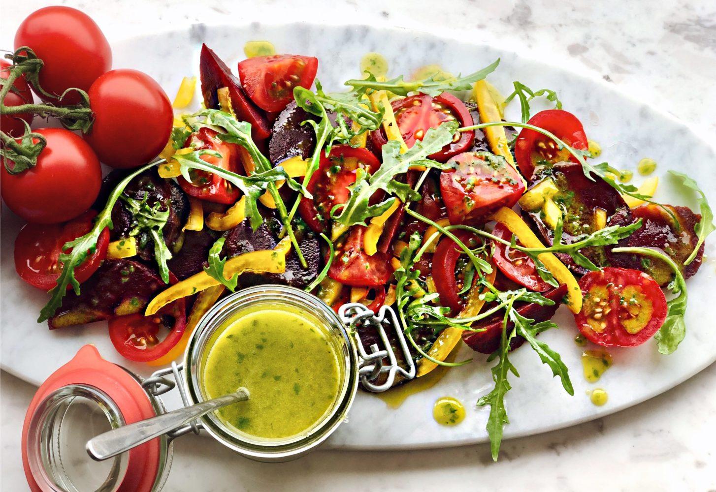 Burrata bietjes salade & homemade basilicumdressing met koolzaadolie