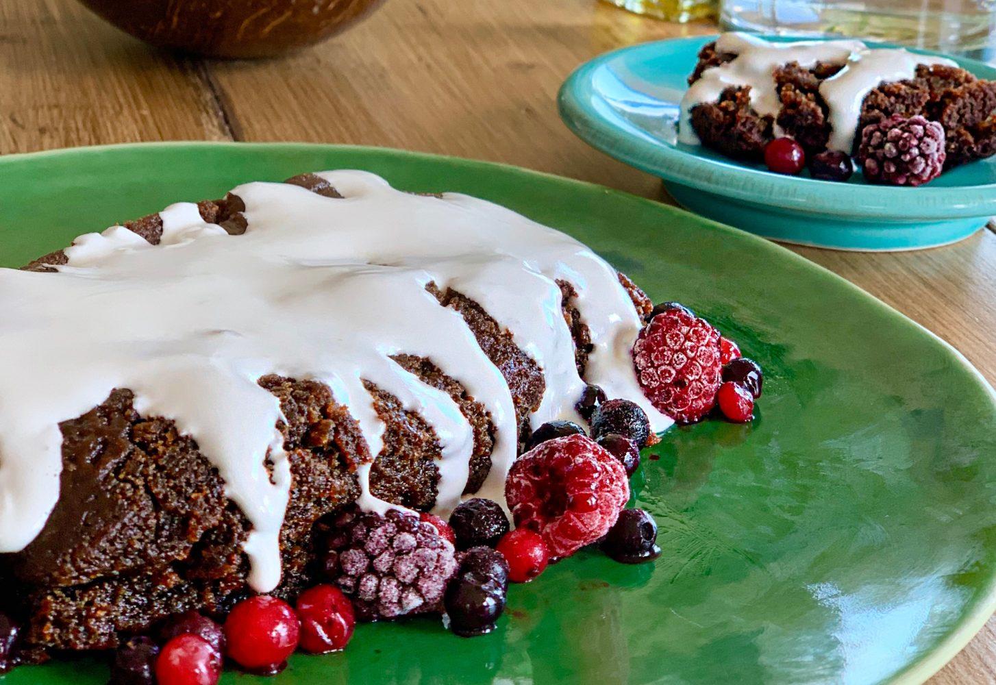 Sticky toffee cake - hét geheim voor kleffe cake! | Bakken - Foodness.nl