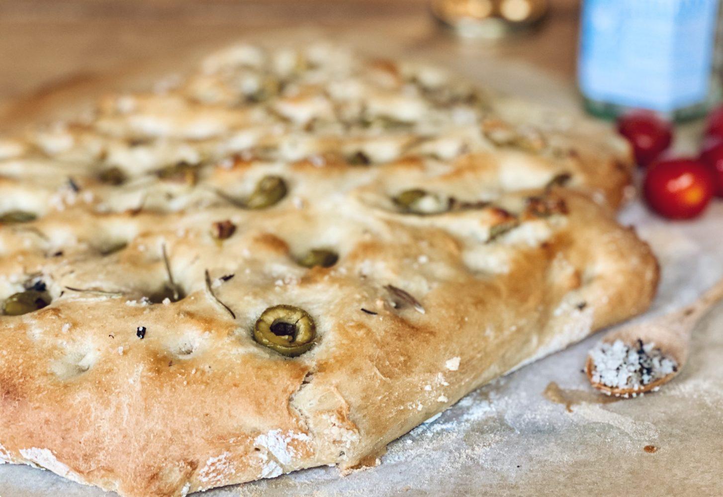 Focaccia met olijven uit de 3-in-1 oven: simpel recept | Bakken