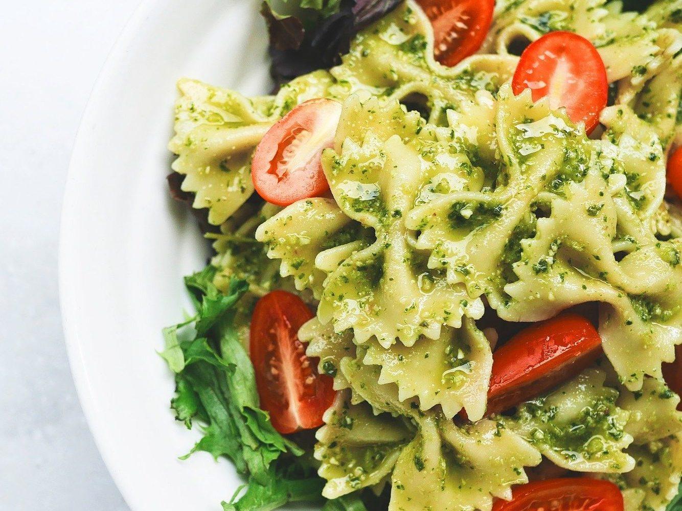 Pesto maken: Pasta met rucolapesto en courgette